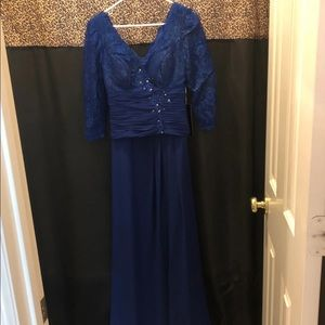 NWT Evening / Formal Dress With Sleeves